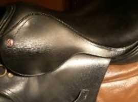 17.5 inch black saddle
