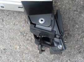 Heavy duty lockable Vauxhall roof bars