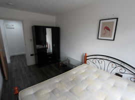 STEPNEY- 3 FABULOUS ROOMS VERY CLOSE TO THE STATION WITH ALL BILLS INCLUDED