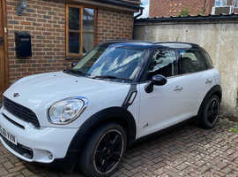 Mini COUNTRYMAN COOPER S ALL4, 2011 (61) white hatchback, Manual Diesel, 52000 miles