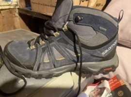Salomon evasion mid lightweight goretex hiking boot size 8.5