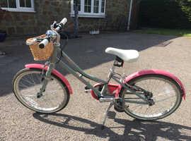 Victoria Pendleton Hanberry girls bike with basket