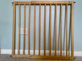 Noma extending wooden gate