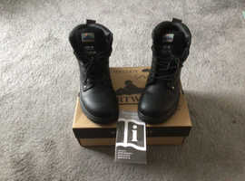 This is a brand new pair of safety boots size 6