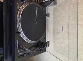 Audio Technica          AT-LP120XUSB Turntable for sale six weeks old