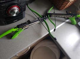 2 x crossbows