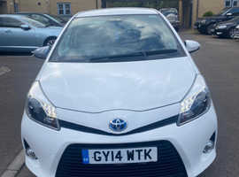 Toyota Yaris, 2014 (14) White Hatchback, Cvt , 31,000 miles LOW MILEAGE