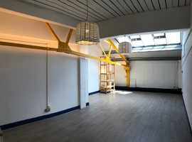 OPEN SPACE/OFFICE well located, Clean & Luminous - IDEAL FOR CREATIVES !!
