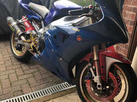 Yamaha R1 track bike with v5