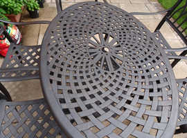 Cast aluminium patio table