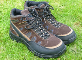 HIKING BOOTS, SIZE 11