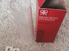 Paterson 600ml (22oz) measuring cylinder