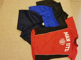 MANCHESTER UNITED TOP, Age 13    also Shorts and New Net for Kids Goalpost