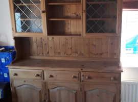 Pine dresser in very good condition
