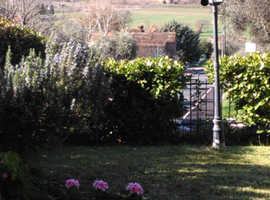 Spacious 3 bed-roomed apartment Umbria / Tuscany border, Italy, £165,000
