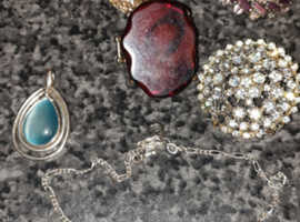 Costume jewellery £6