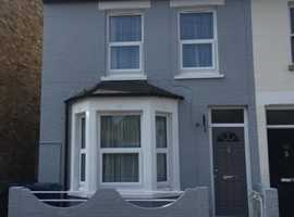 6 rooms available in a Supreme condition property