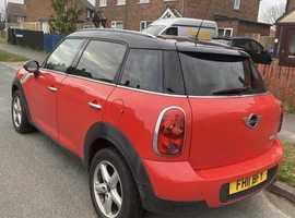 Mini MINI COUNTRYMAN, 2011 (11) Red Hatchback, Manual Diesel, 118,000 miles