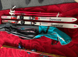 Women's skis and pole