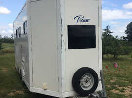 Horse Trailer with Living - carries 2 large horses/3 ponies