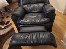 Very nice leather suite.