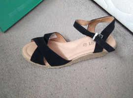 Brand new damart sandles size 4