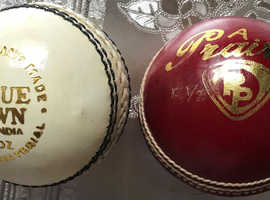 2 cricket balls for sale