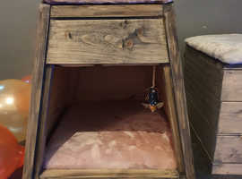CAT HIDEAWAYS AND BEDS
