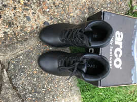 MENS SIZE 10 BLACK BRAND NEW ARCO BOOTS FOR WALKING OR WORK TO TECTORS