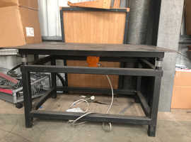 Vibrating Table for Baking
