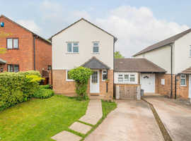 Fantastic village location - 3 bedroom house - Large garden - Lovely open plan living space - Parking on driveway - 20min commute to Exeter on train