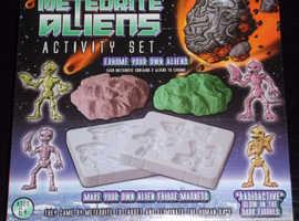 'Meteorite Aliens' Activity Set (new)