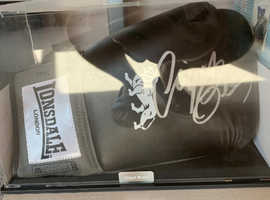 Nigel Benn signed Glove and authenticity phot and certificate