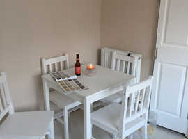 Kitchen table and 4x chairs
