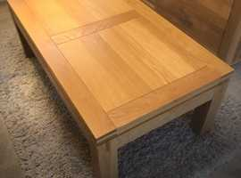SOLID OAK LARGE COFFEE TABLE