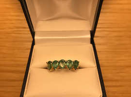 Emerald and yellow gold ring