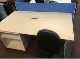 Executive High Gloss Desk with Intergrated Power