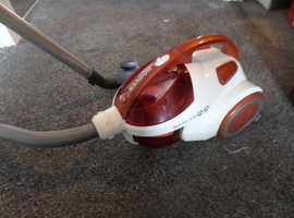 HOOVER SPRITZ, BAGLESS VACUUM CLEANER (HOUSE CLEARANCE)