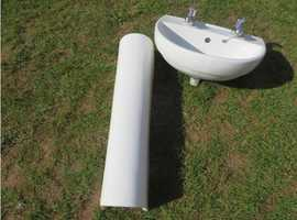 Cloaakroom basin and pedestall
