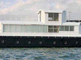 Spacious Houseboat with Stunning Views - Artic Star
