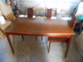 EXTENDING DINING  ROOM TABLE 3 MATCHING CHAIRS