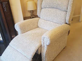Primacare Brecon luxury Rise Recline Chair dual motor with waterfall back ALMOST NEW IN WARRANTY
