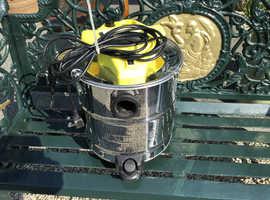 Small ash vacuum