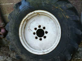 Sanderson Fork lift truck wheels with tyres