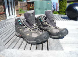 Salomon teenage walking boots