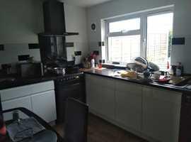 Cosy double bedroom in 2 bedroom house