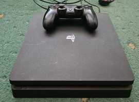 Sony PS4 , 1 controller and all leads