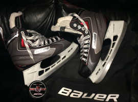 Bauer vapour x40 lightspeed pro plus bag and Cardiff devils ice hockey puck