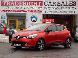 2015/65 Renault Clio 1.5 DCi Dynamique S Nav finished in Tango Red Metallic. , 39,900 miles