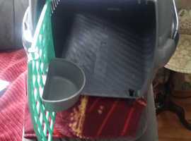 very good condition cat cary with food suplayer